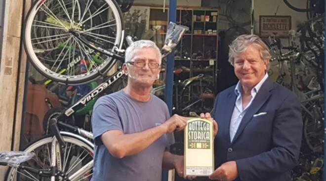 Indino premia bottega In Bici