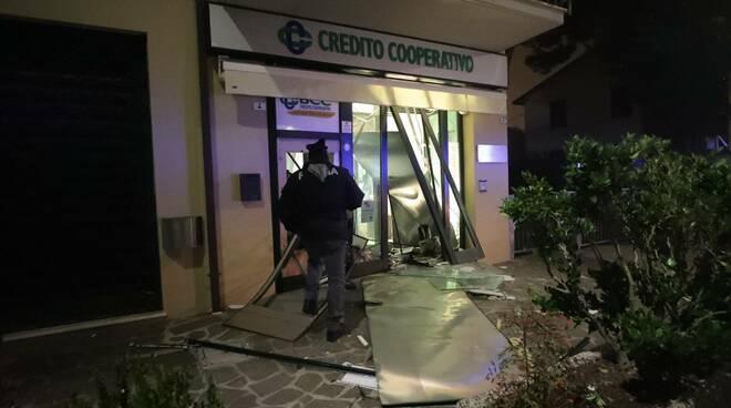 assalto bancomat classe