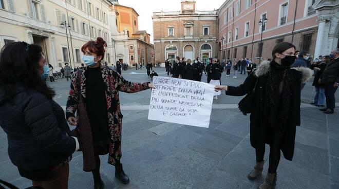 In piazza a Ravenna si manifesta in nome dell'arte