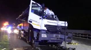incidente stradale A14dir - tamponamento tra tir