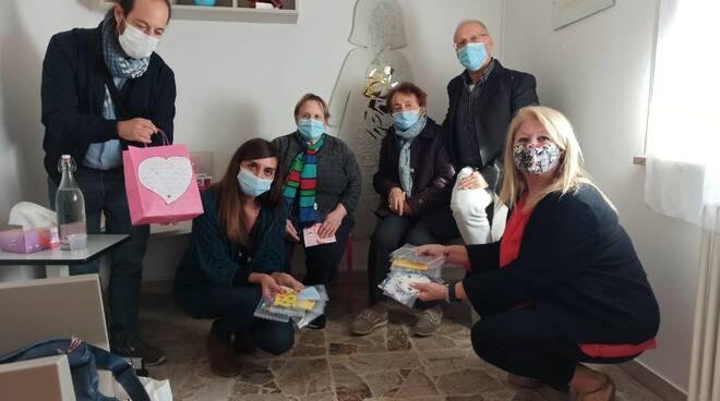 "Le mascherine ""giallo solidale"" arrivano a Linea Rosa Ravenna"