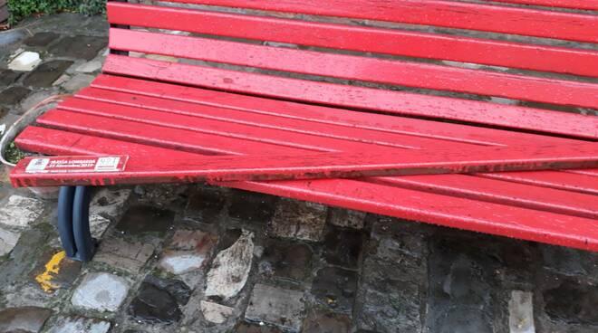 Massa Lombarda: vandalizzata la panchina rossa contro la violenza sulle donne