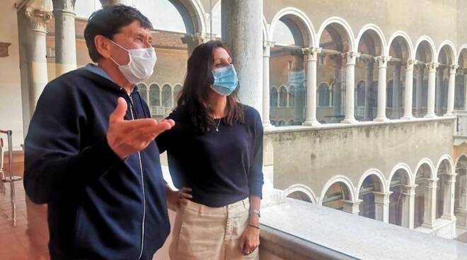 Ospite speciale al Mar di Ravenna: Gianni Morandi visita la mostra di Paolo Roversi