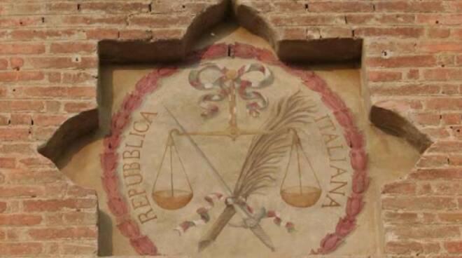 Stemma della prima Repubblica Italiana all'ingresso della Rocca di Lugo