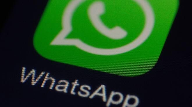 whatsapp social cellulare smartphone