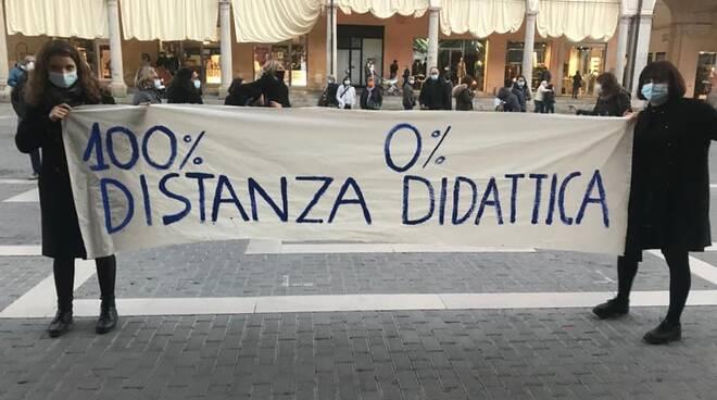 Faenza, studenti in piazza contro il ritorno alla DAD - novembre 2020