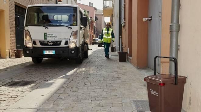 raccolta rifiuti porta a porta - organico - Hera imm repertorio
