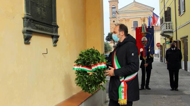 Sant'Agata sul Santerno: il sindaco depone  le corone in memoria dei caduti militari