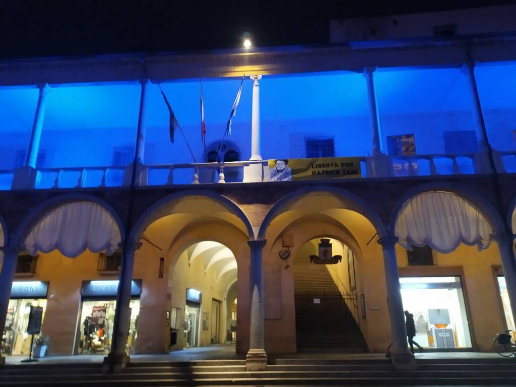 Faenza festeggia l'entrata in vigore del Trattato Onu di proibizione delle Armi Nucleari illuminando i loggiati