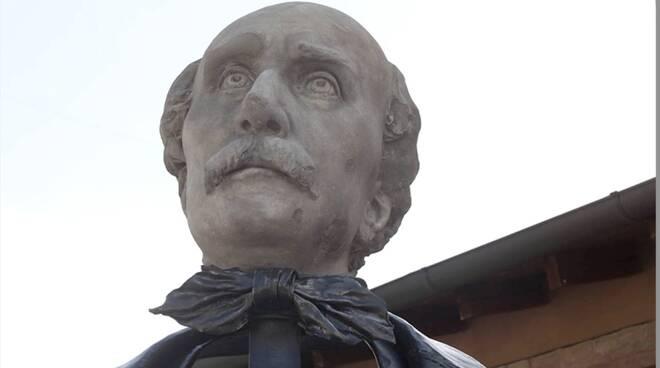 Farini - busto biblioteca comunale di Russi
