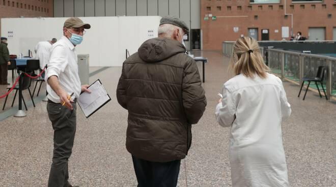 Pala_de_andre_vaccinazioni_Ravenna_5