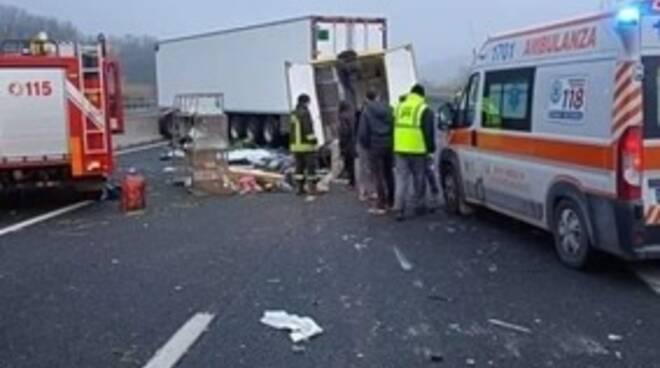 """Grave incidente in A14 tra Pesaro-Urbino e Cattolica: perdono la vita """"staffettisti"""" dell'Enpa"""