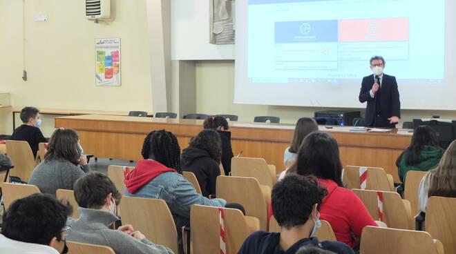 isola con studenti su Europa