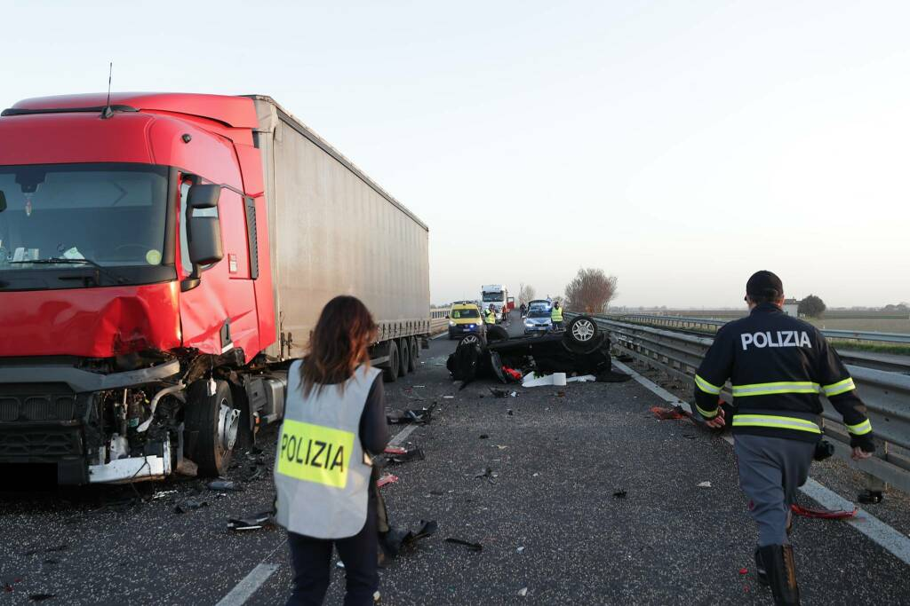 Scontro sulla E45 tra Ravenna e Cesena: perde la vita un 23enne