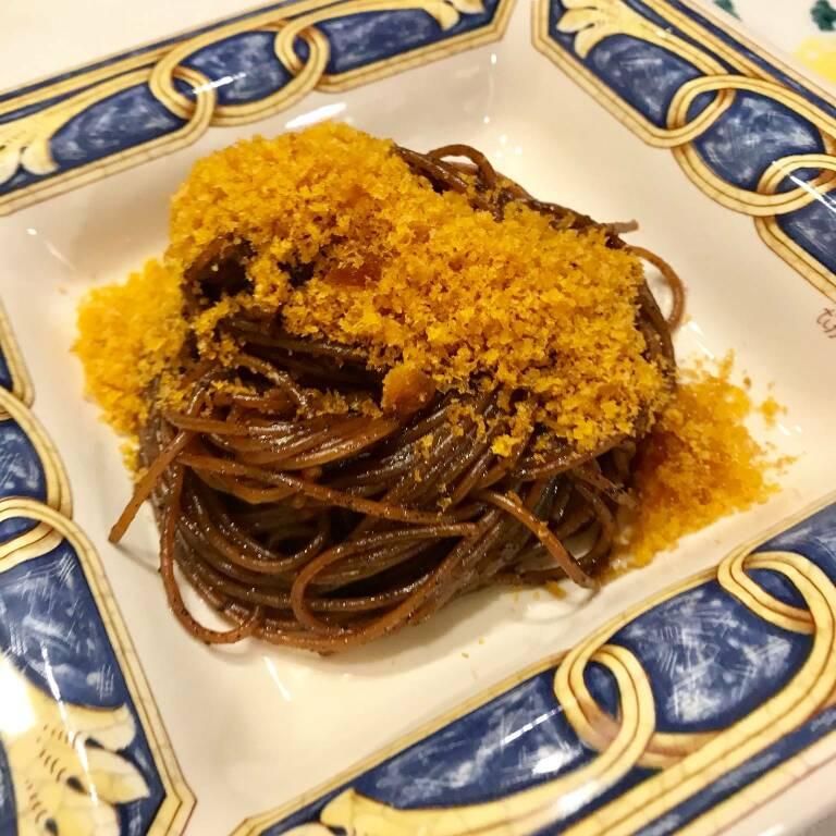 Spaghetti all'aglio nero