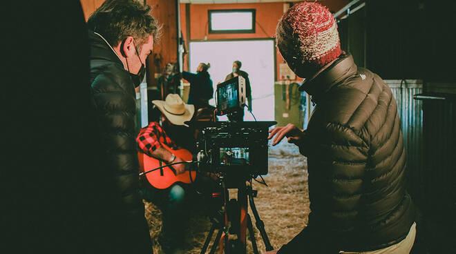 video di Davy Crockett, nuovo brano del duo forlivese Ferrinis diretto dal regista cervese Samuele Apperti