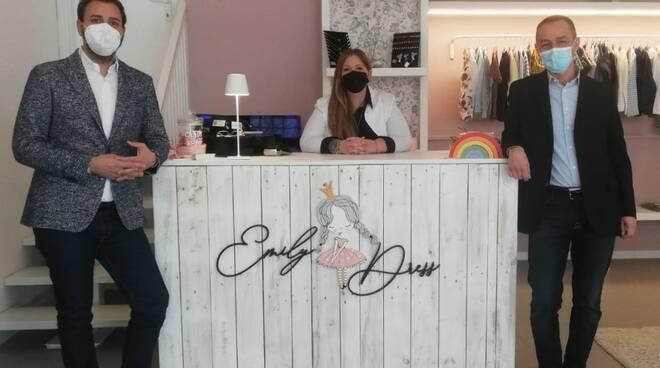L'assessore al Turismo e il Direttore di Confesercenti Ravenna sostengono la fashion boutique per bimbi Emily Dress