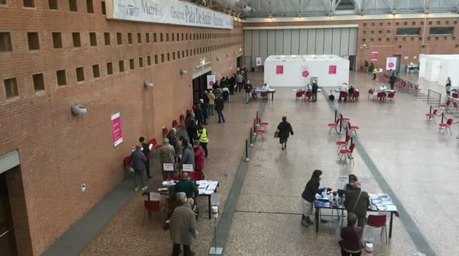 L'assessore regionale Donini in visita dall'Hub vaccinale di Ravenna