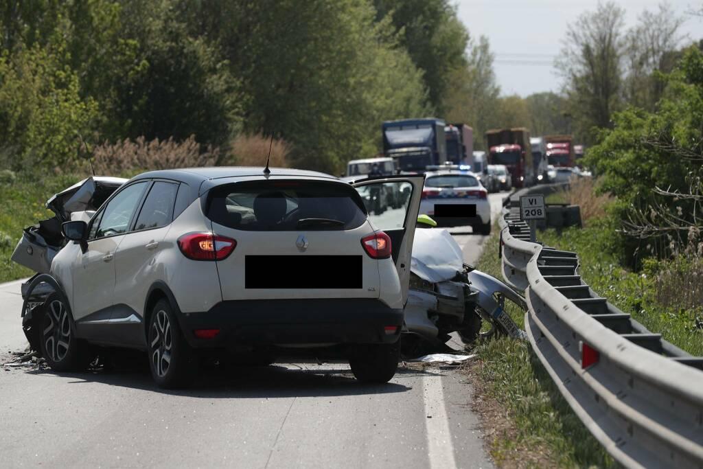 scontro fra due auto a Longana
