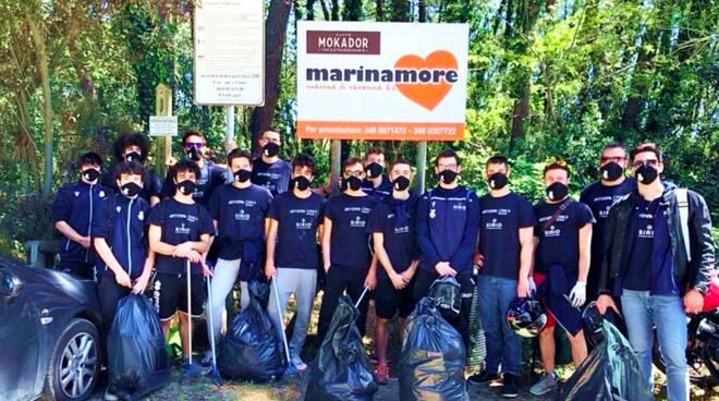 16 sacchi di rifiuti
