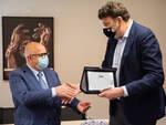 consegna della targa celebrativa a Giorgio Cangini, da parte dei rappresentanti di CNA