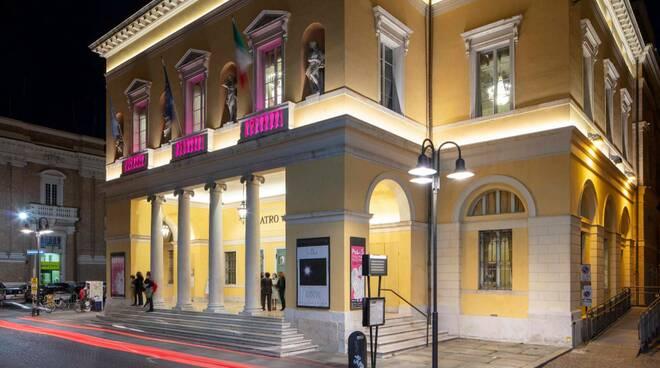 giro d'italia - teatro alighieri - luce rosa