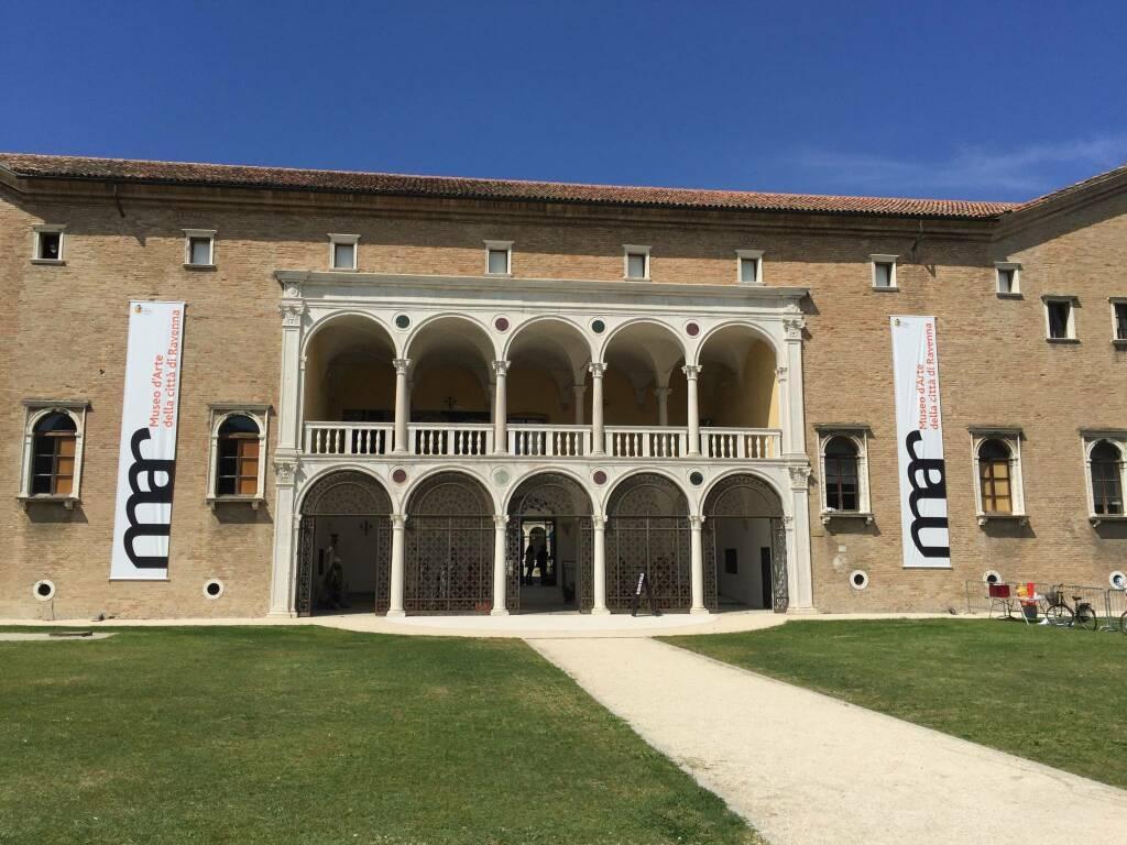 Mar Ravenna. Inaugurato ingresso dai Giardini Pubblici e nuove acquisizioni: Bansky e Longhi