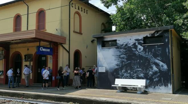 Inaugurato alla stazione di Classe il murale per ricordare le vittime della strage del 2 agosto