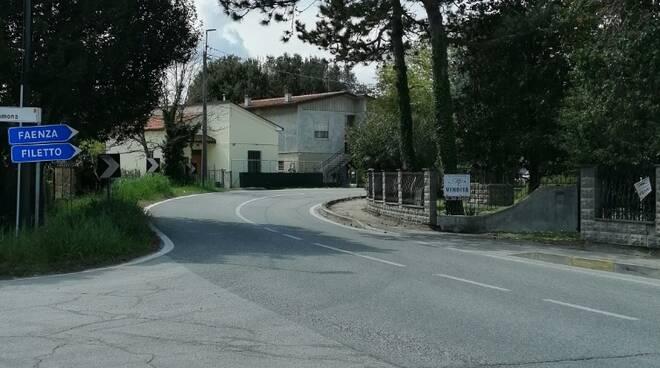 La curva a 90 gradi di via Roncalceci all'incrocio con via Ramona,  che fronteggia i civici 76 e 78 di Pilastro