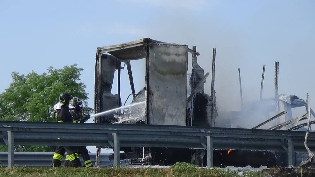 furgone a fuoco bagnacavallo a 14 dir