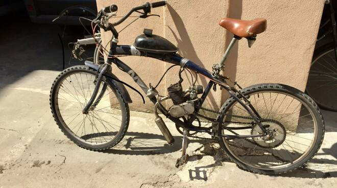 Trasforma la bici in un ciclomotore