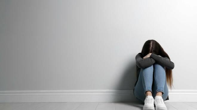 tristezza ragazza depressione giovani