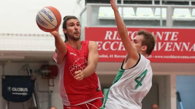 Basket Ravenna. OraSì, buon allenamento al PalaCosta con i Raggisolaris Faenza