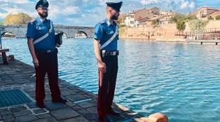 carabinieri salvano donna in acqua - Rimini