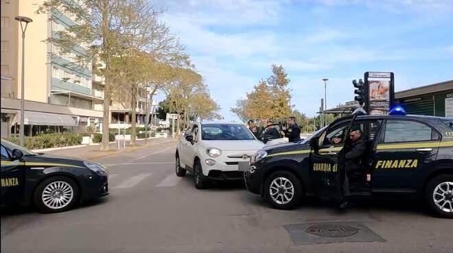 arrestato estorsore mentre ritira 4.000 euro dal titolare di uno stabilimento balneare