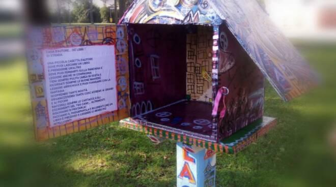 Nuova Casetta dei Libri a Ponte Nuovo realizzata dagli artisti Anika Bargossi e Mattia Battistini